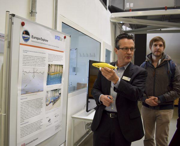 Dr. Vögele explains the Europa-Explorer