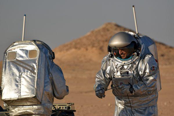 Kartik Kumar conducting ScanMars experiment during AMADEE-18 (c) OeWF (Florian Voggeneder)