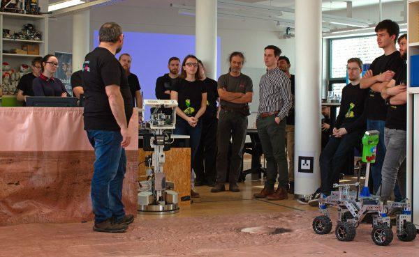 Vorführung der Funktionsfähigkeit des Rovers (c) Florian Ennemoser