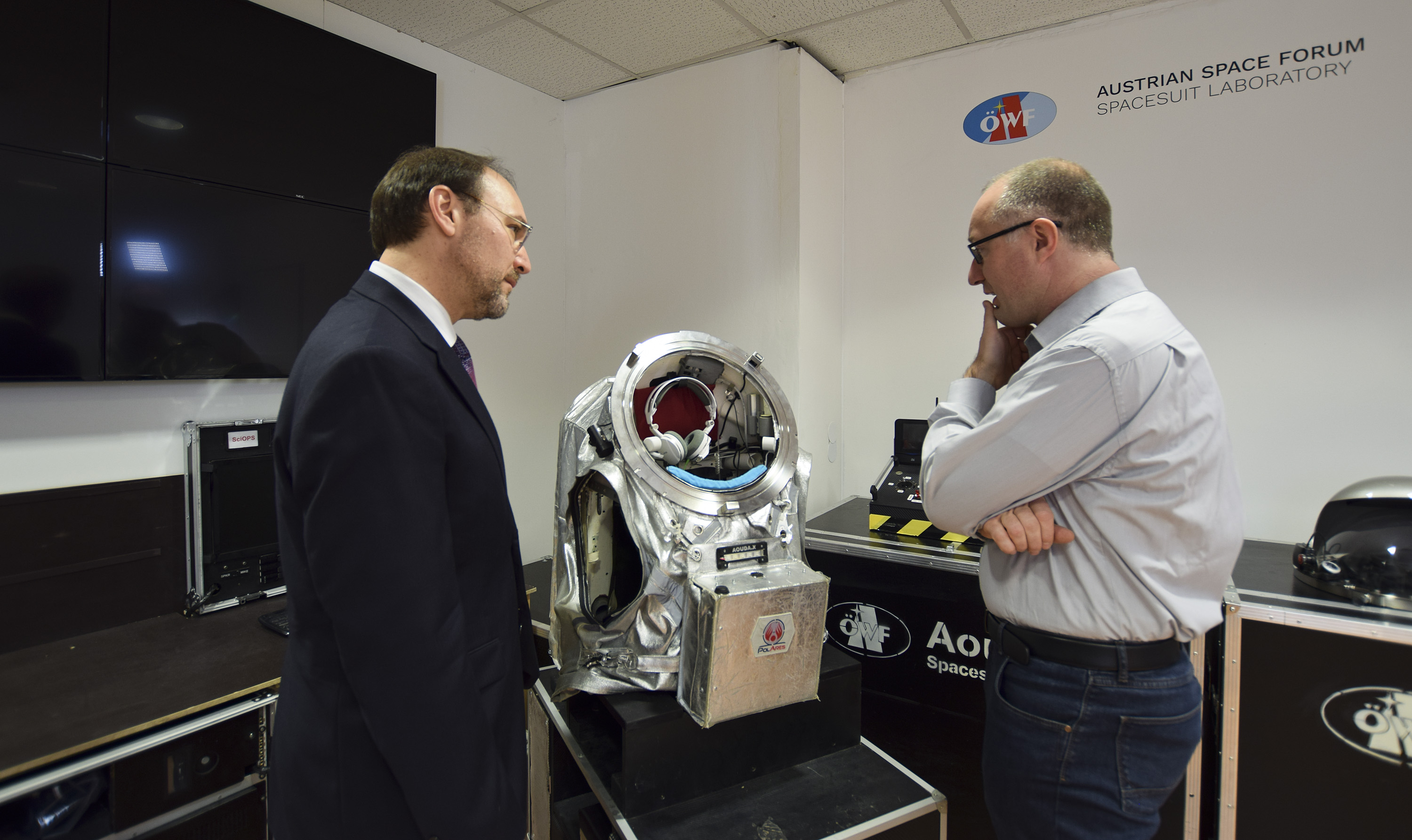 OeWF director Gernot Groemer (right) explains Leonard Dudzinski the Aouda spacesuit simulator