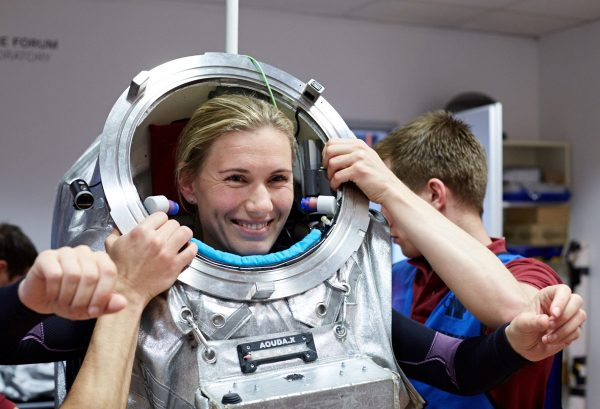 Anika Mehlis dons the Aouda spacesuit for the first time (c) OeWF (Claudia Stix)