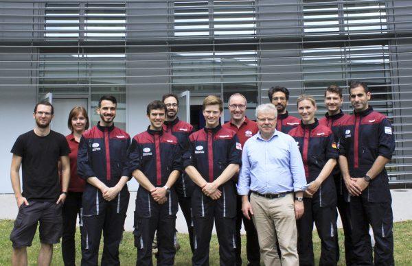 Gruppenfoto mit dem deutschen Astronaut Reinhold Ewald.
