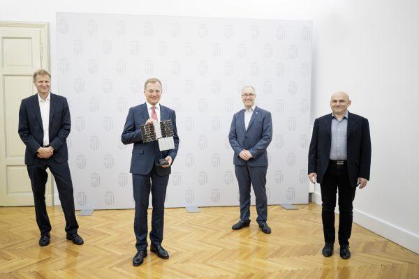 v.l.: Christian Federspiel, CEO Findus Venture, Landeshauptmann Thomas Stelzer, Gernot Grömer, Director ÖWF und Peter Platzer, CEO Spire Gobal.